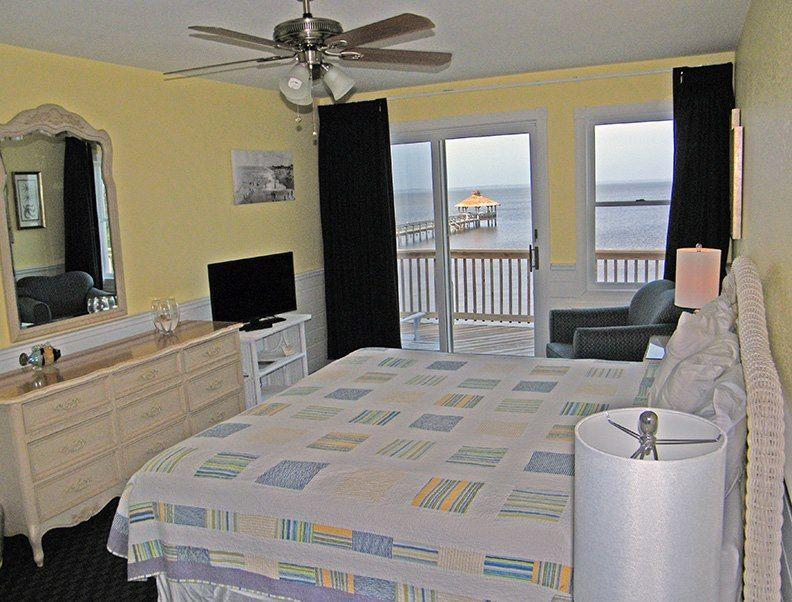 Waterfront Room At Inn At Corolla Light